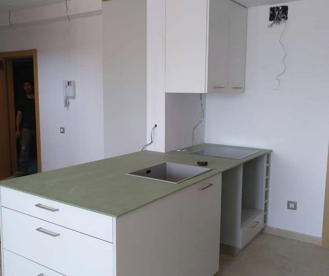 armarios-de-cocina-gris-a-medida-carpintero-Badalona-carpinteria-francisco-moreno